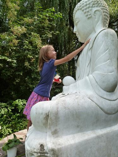 Sara mit Buddha